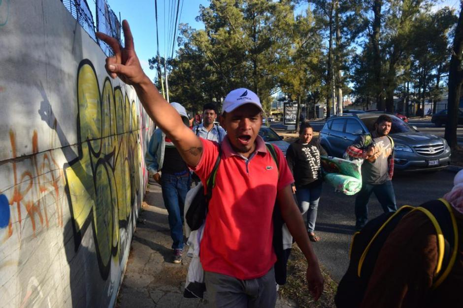 Más de 400 hondureños salieron de la ciudad de Guatemala rumbo a México. (Foto: Jesús Alfonso/Soy502)