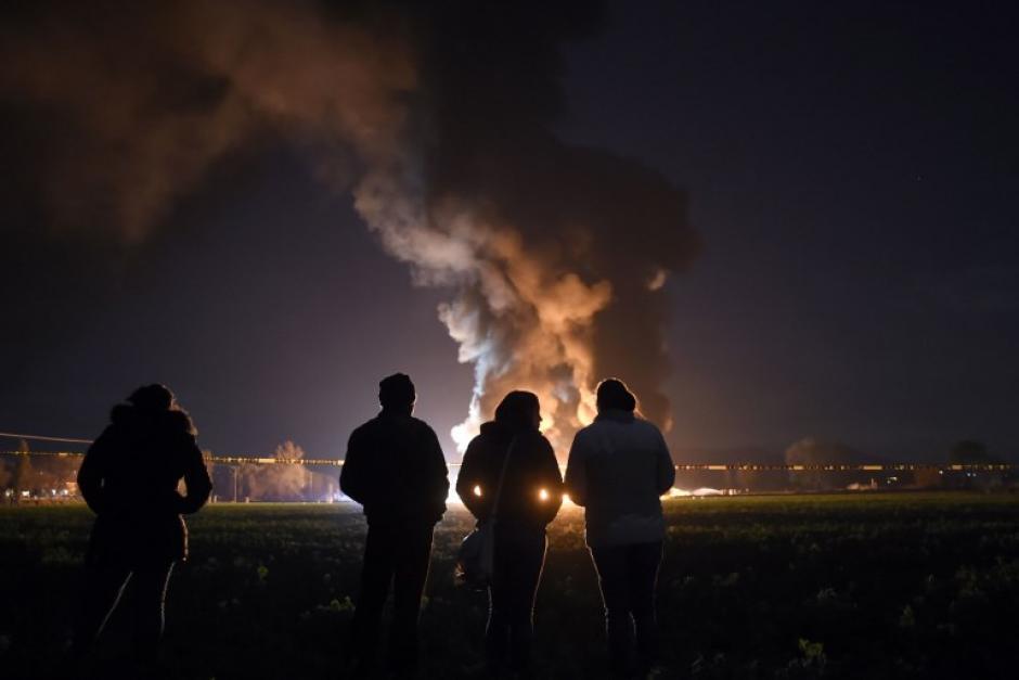 Las autoridades indicaron que existen más de 70 heridos graves. (Foto: AFP)