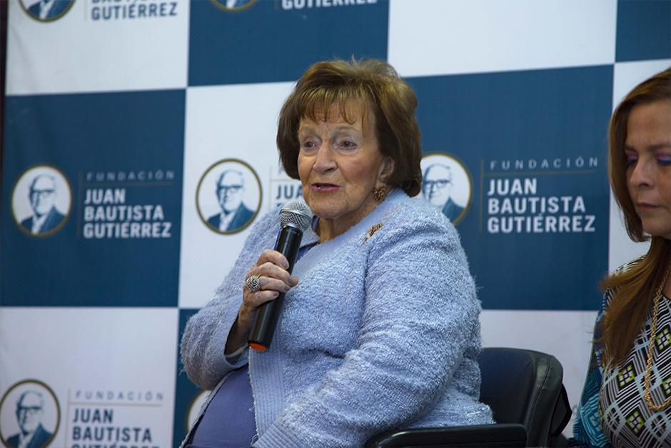 """""""La educación es la herramienta más importante para el desarrollo de los jóvenes y nuestro país"""", comentó doña Isabelita Gutiérrez de Bosh, presidenta de la Fundación Juan Bautista Gutiérrez. (Foto: Victor Xiloj / Soy502)"""