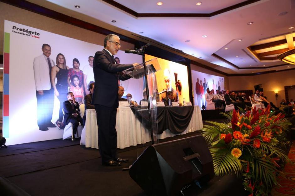 """""""Nos hemos dedicado a curar, pero este es un cambio de enfoque, mentalidad y cultura, es trasladarnos a prevenir"""", explicó Contreras. (Foto: cortesía IGSS)"""