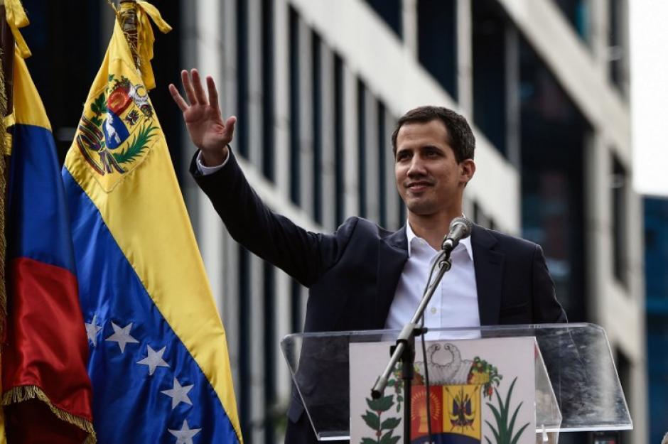 Varios gobiernos, incluido el de Estados Unidos han reconocido al presidente interino. (Foto: AFP)