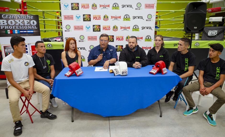 Marcelo Sánchez, promotor, dio la bienvenida a los boxeadores y prometió una velada de lujo. (Foto: George Rojas/Soy502)