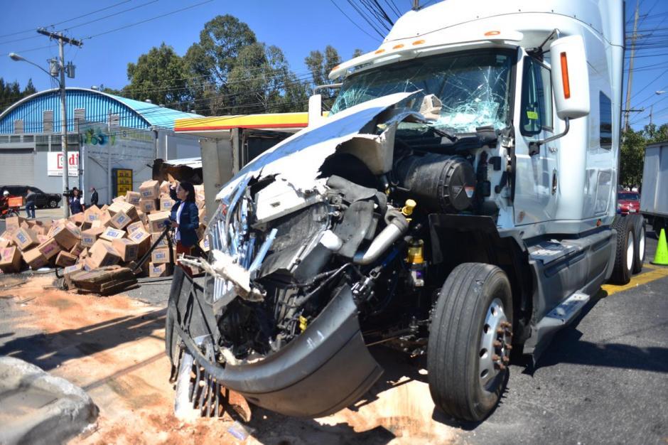 Así quedó uno de los camiones involucrados en el choque. (Foto: Jesús Alfonso/Soy502)