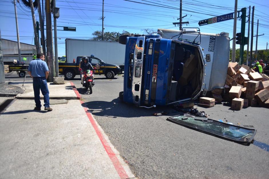 Así quedó uno de los camiones involucrados. (Foto: Jesús Alfonso/Soy502)
