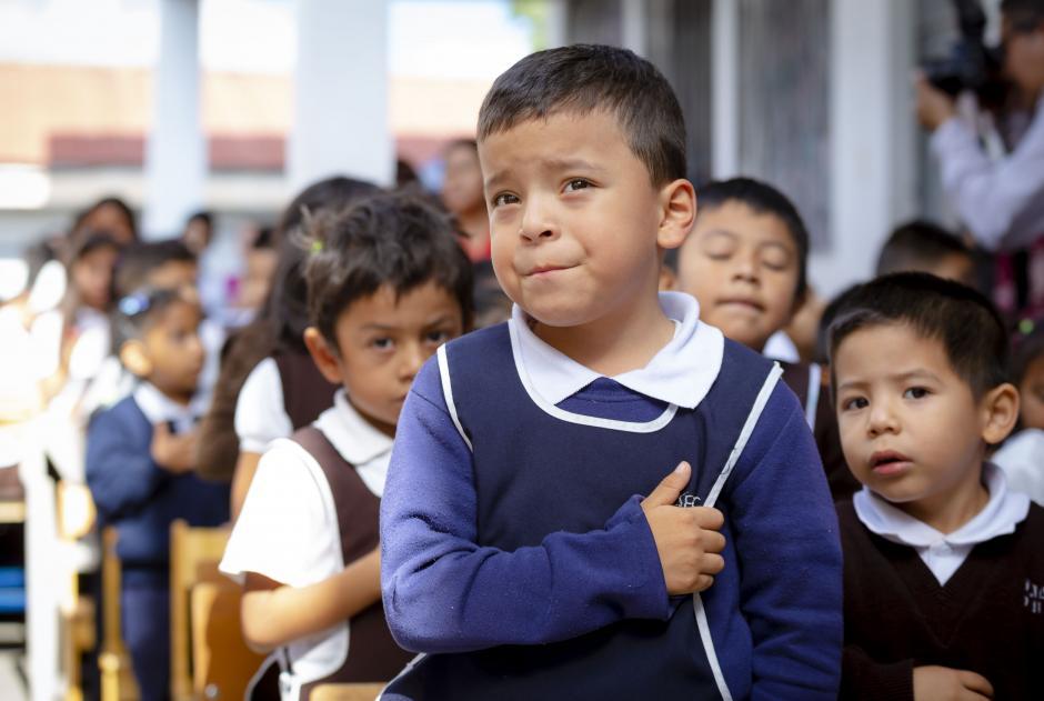 Los alumnos de la Escuela Miguel Vásquez recibieron 100 pupitres nuevos. (Foto: George Rojas/Soy502)