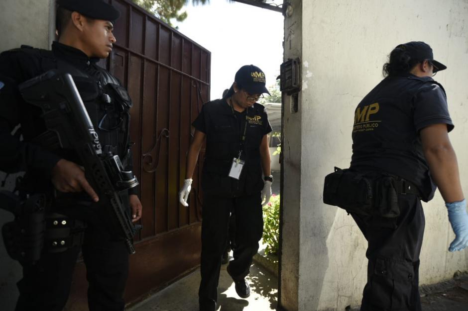 Los allanamientos continúan en la sede de la UNE. (Foto: Wilder López/Soy502)