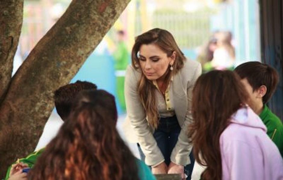 La diputada brasileña Ana Paula Da Silva sorprendió con su escote. (Foto: oficial)