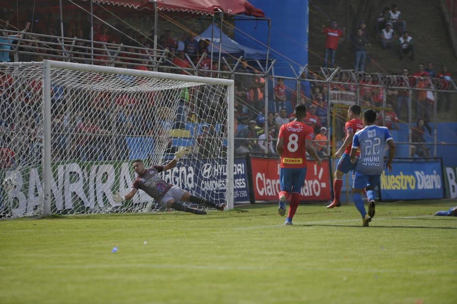Luis Ángel Landín abrió el marcador rojo al minuto 5. (Foto: Wilder López/Soy502)
