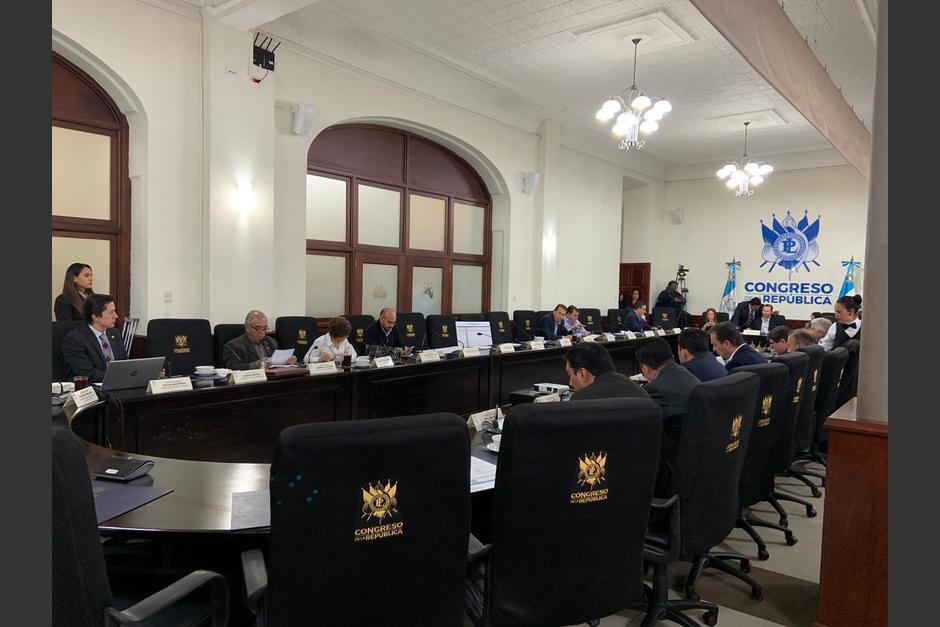 El ministro de Finanzas, Víctor Martínez, se reunió el viernes con diputados de la Comisión de Finanzas. (Foto: MFP)