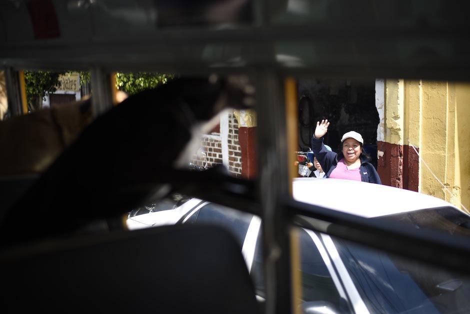 Muchos saludan a los perritos. (Foto: Wilder López/Soy502)
