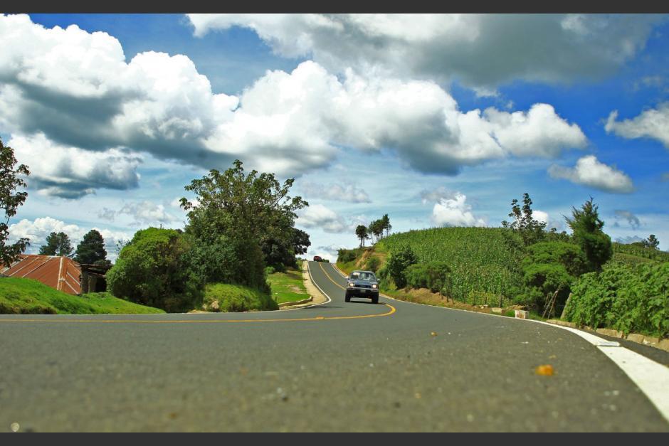 Ministro de Comunicaciones denuncia daños a la recién mejorada carretera de San Juan Ostuncalco (Foto: AGN)