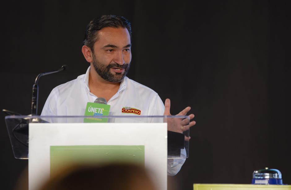 Rodrigo Del Cid, director de Mercadeo de Pollo Campero, dio palabras de aliento a los niños beneficiados de AYUVI. (Foto: George Rojas/Soy502)