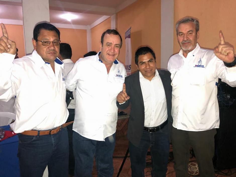 Azurdia (primero de izquierda a derecha) encabezará el listado de candidatos a diputados por el partido Vamos en Sacatepéquez. (Foto: Vamos Sacatepéquez/Facebook)