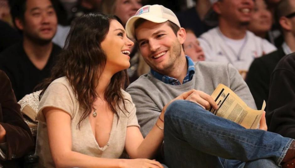Viral: Ashton Kutcher y Mila Kunis la rompen cantando