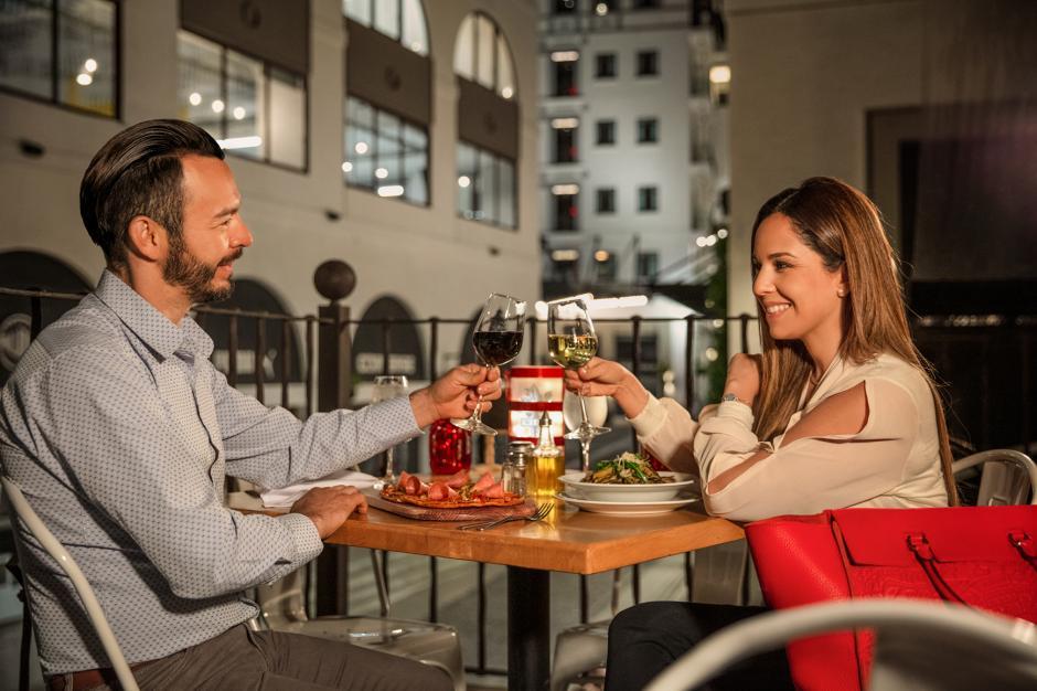 Aprovecha tu bono 14 para llevar a tu pareja a comer a los mejores lugares. (Foto: Ciudad Cayalá)