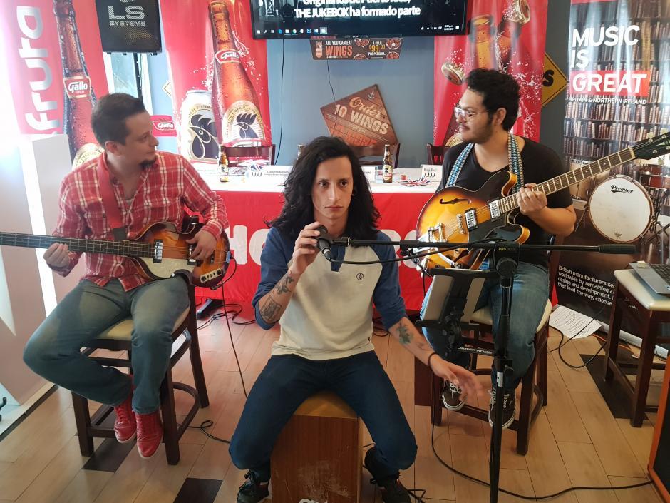 El Grupo Los Tres tiempos amenizó la conferencia con su música. (Foto: Soy502)
