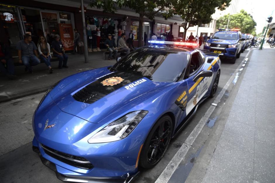 En  su 22 aniversario, la PNC muestra los vehículos con los que cuenta, uno de ellos es un Corvette expropiado a un narcotraficante. (Foto: Wilder López/Soy502)