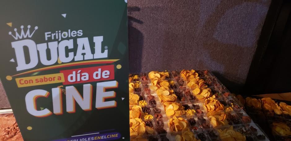 Los comensales recibieron una preparación especial de frijoles volteados y enteros en una función exclusiva. (Foto: cortesía)