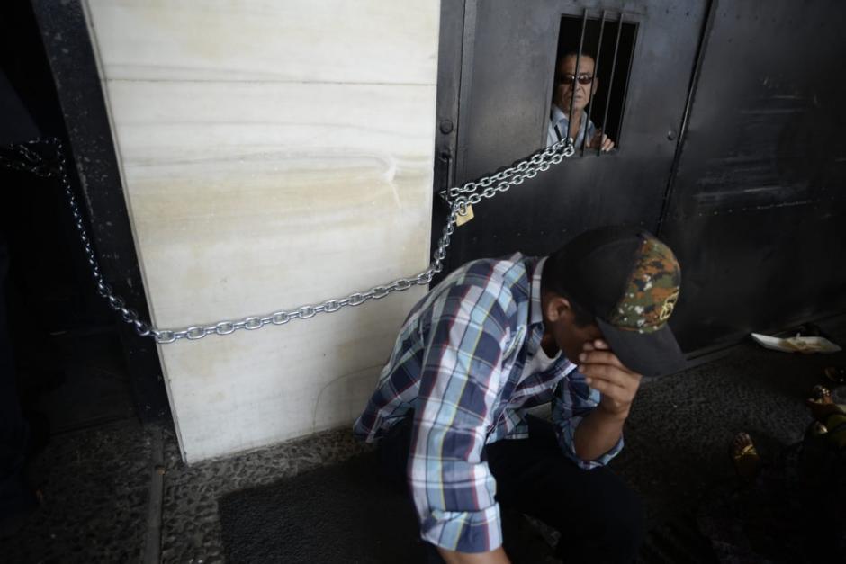 Los manifestantes dejaron encerrados a empleados del Organismo Judicial y alteraron el orden de al menos 50 audiencias. (Foto: Wilder López/Soy502)