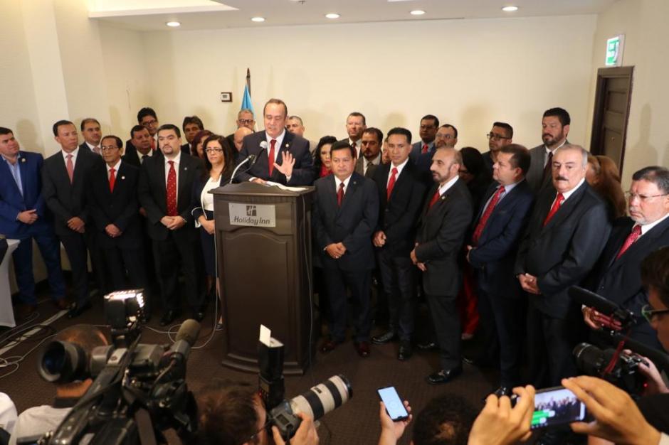 Giammattei ofreció presentar a los restantes miembros de su gabinete antes de la segunda vuelta electoral. (Foto: Vamos)