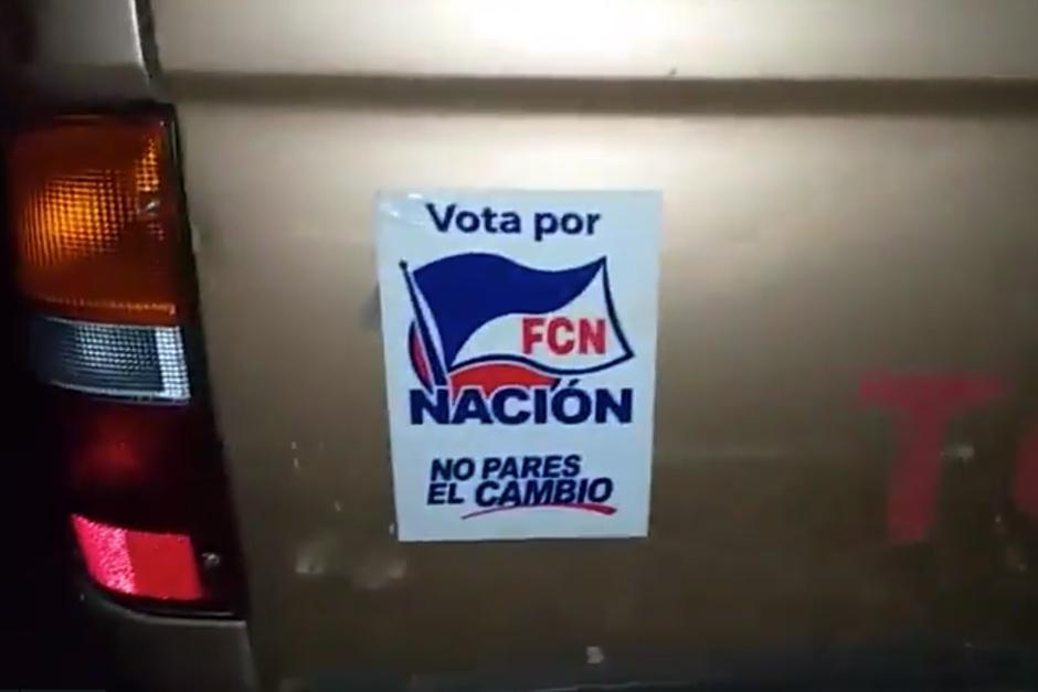 En redes sociales denunciaron que miembros del partido FCN-Nación repartían víveres y cupones del MAGA. (Foto: Twitter)
