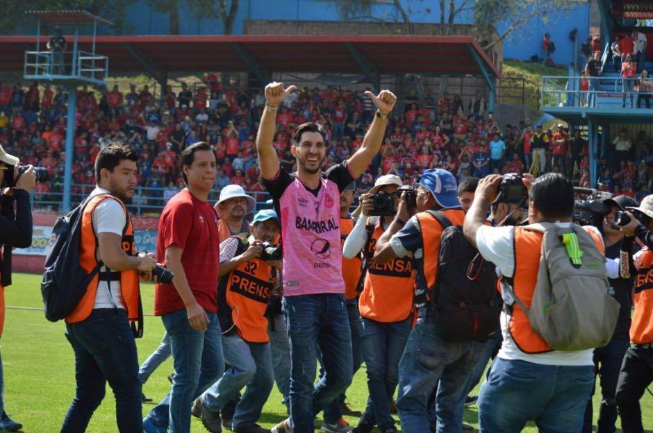 El panameño se retira del fútbol y volvió este día a Guatemala para despedirse a lo grande del país que tanto ama. (Foto: Rudy Martínez/Soy502)