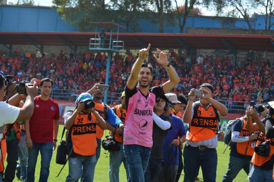 Jaime Penedo, el exguardameta panameño, llegó al Estadio de El Trébol para su despedida. (Foto: Rudy Martínez/Soy502)