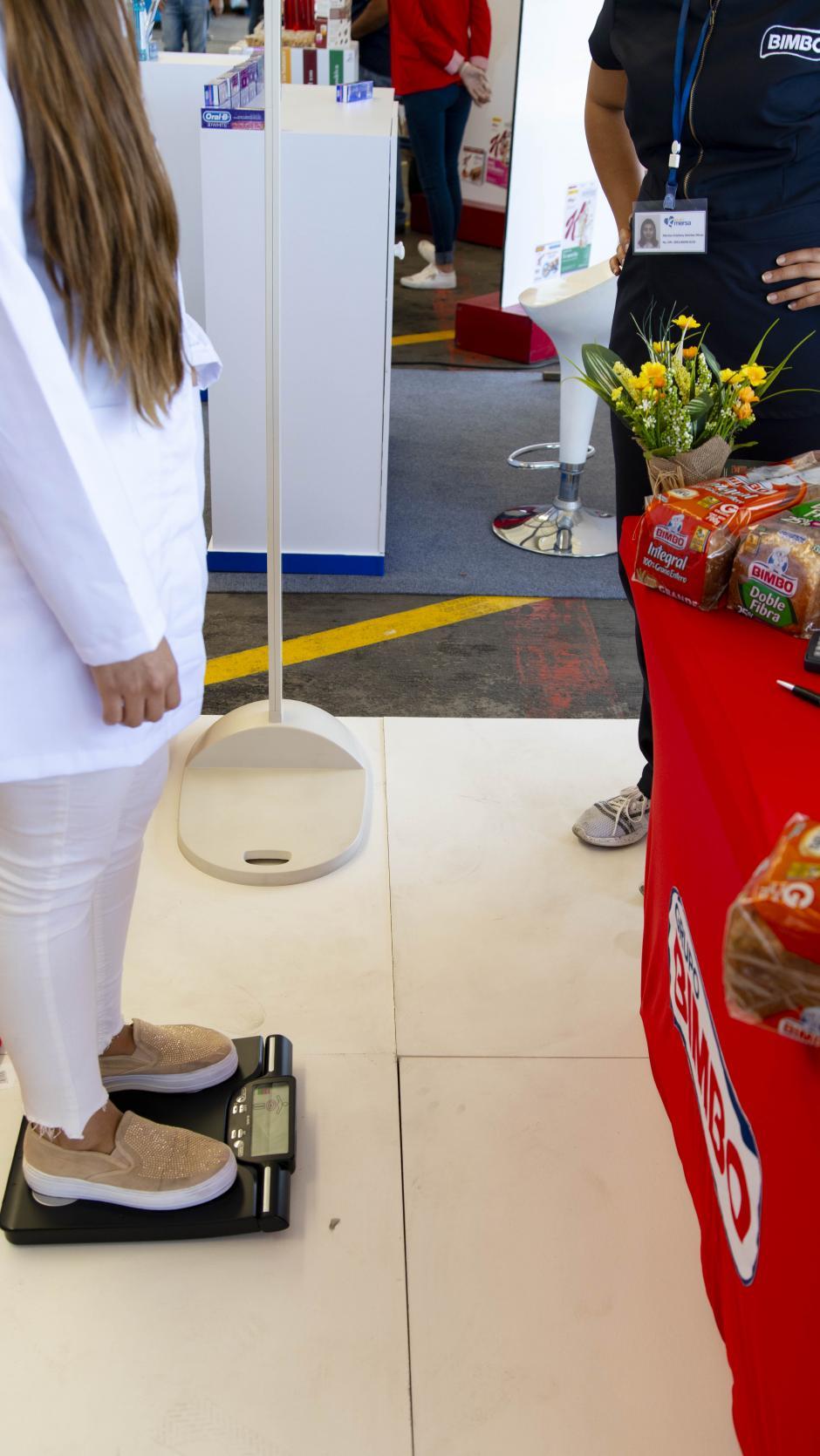 Conoce tu peso ideal y recibe asesoría en la Feria de la Salud de Walmart. (Foto: George Rojas/soy502)
