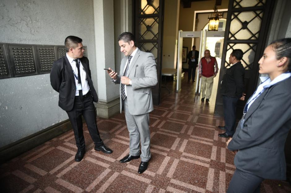 Stuardo Campo, Fiscal Contra la Corrupción, está a cargo del allanamiento. (Foto: Wilder López/Soy502)