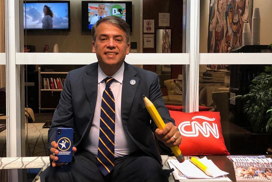 El candidato del partido Prosperidad Ciudadana viajó a Estados Unidos para ser entrevistado en CNN. (Foto: Twitter/Edwin Escobar)