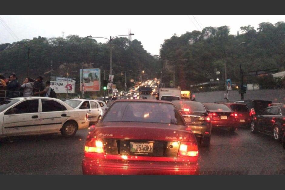 Usuarios reportaron tráfico complicado en dicha ruta desde horas de la madrugada. (Foto: Marjorie Solares/Twitter)