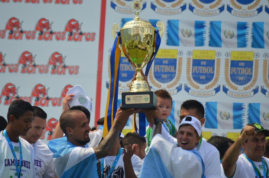 Antigua campeón del fútbol chapín con 4 ticos titulares