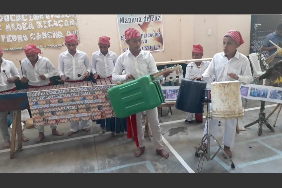 Los estudiantes sorprendieron a los asistentes con su propuesta musical y ecológica. (Captura Video)