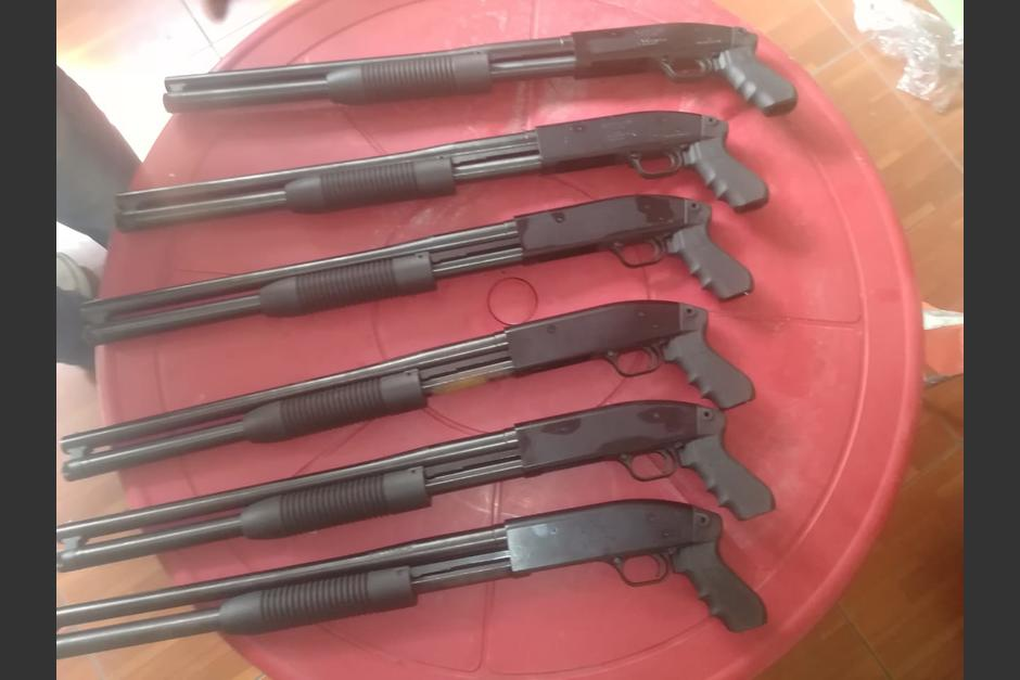 Armas de fuego, municiones y chalecos blindados fueron decomisados en allanamientos a empresa de seguridad. (Foto: MP)