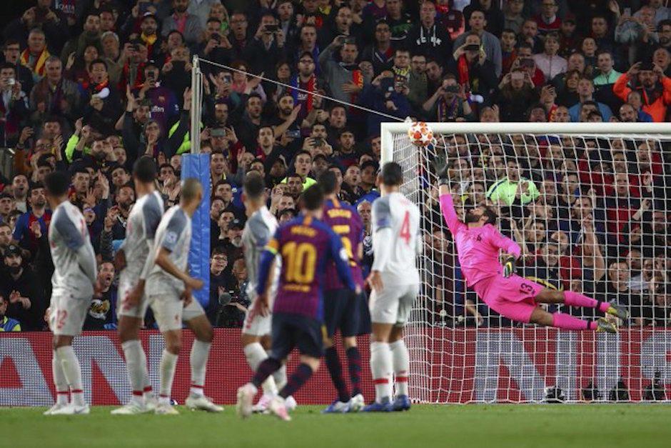 Las dos joyas de gol de Lionel Messi de tiro libre que le dan la vuelta al mundo. (Foto: AFP)