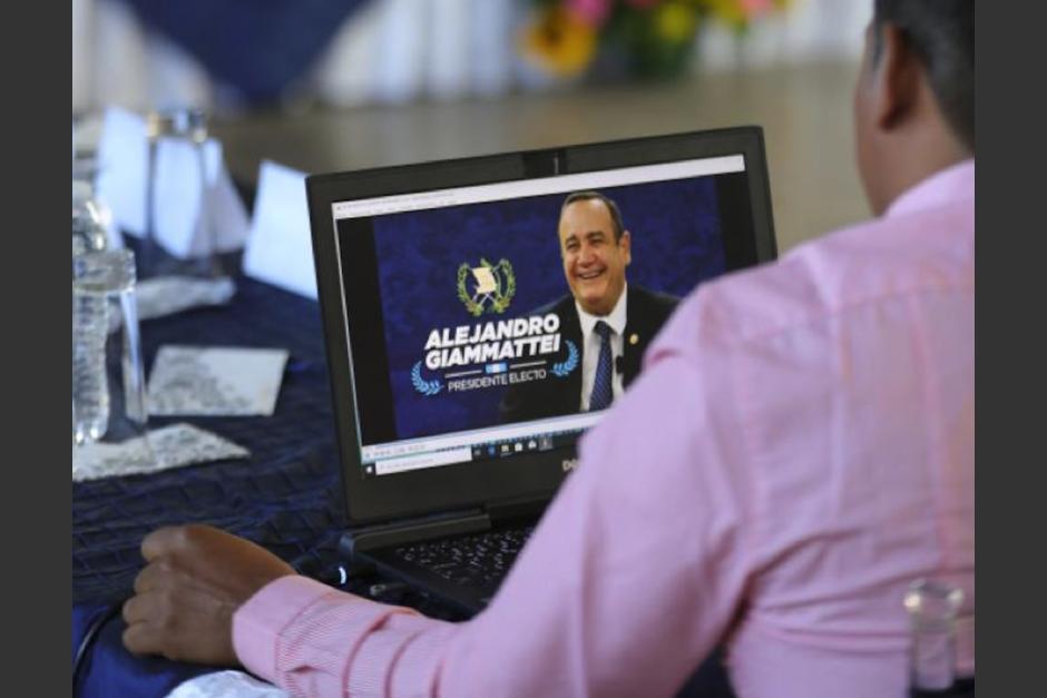 Alejandro Giammattei acusa a diputados de la UNE de no querer reunirse con él. (Foto: Comunicación de Transición)