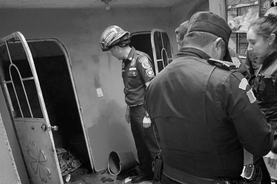 Un hombre fue capturado acusado de asesinar a su madre y a su esposa quien se encuentra embarazada. (Foto: Bomberos Municipales Departamentales)