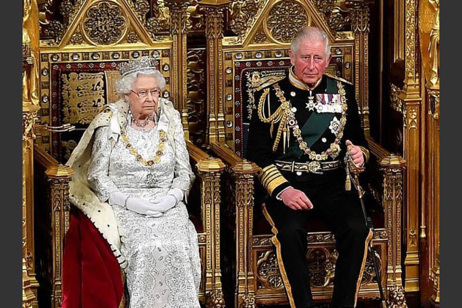 La reina Isabel podría dejar el trono cuando cumpla 95 años y su hijo, el Príncipe Carlos, podría estar preparándose para tomar el trono. (Foto: Dailymail)