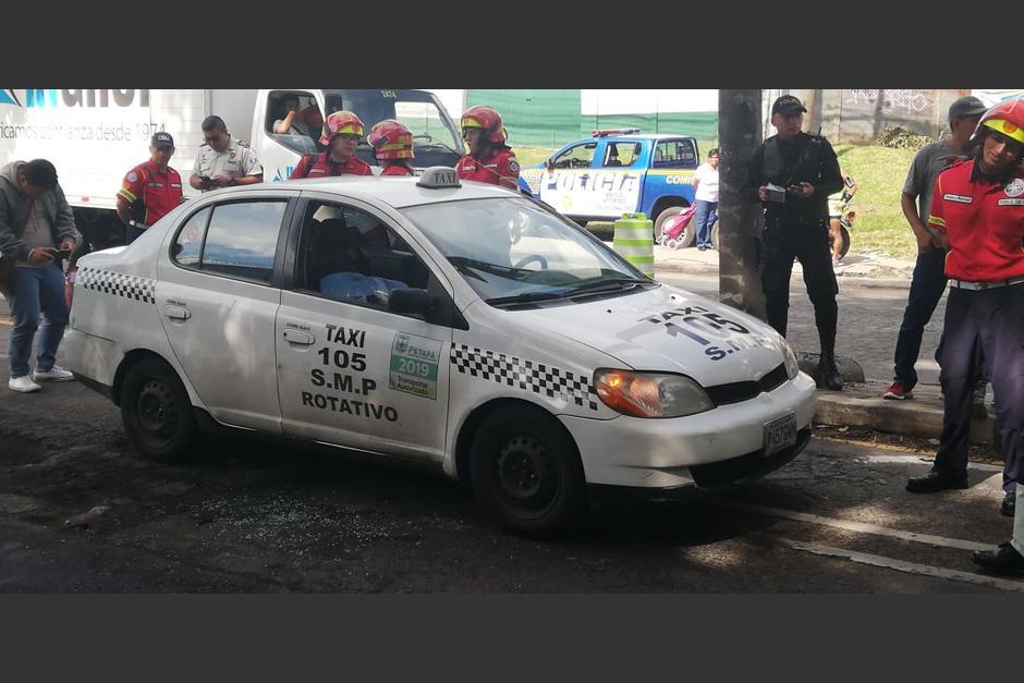 Dos personas fallecieron y una mujer resultó herida en un ataque armado en la Avenida Petapa, zona 12. (Foto: Dalia Santos/PMT)