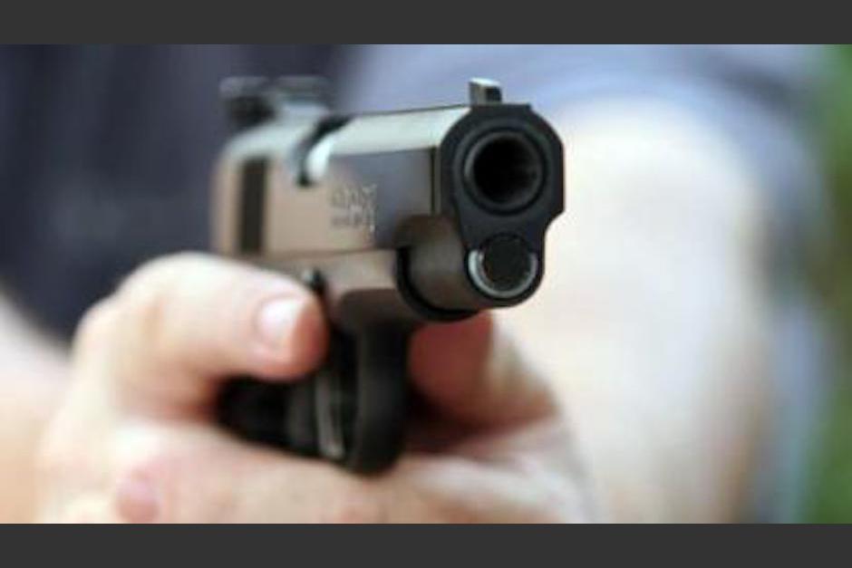 Dos hombres fueron capturados cuando bajo efectos de alguna droga disparaban al aire en la habitación de un hotel. (Foto: Imagen ilustrativa)