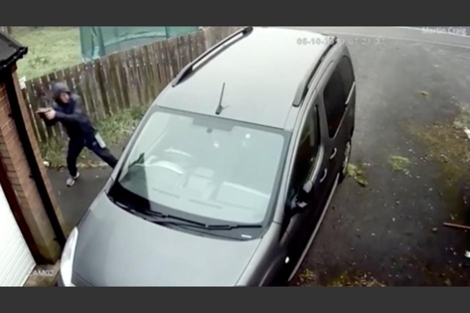 El karma instantáneo atacó a delincuente que quería robar un vehículo