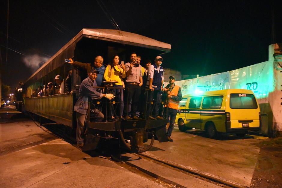La Chula despertó a gran parte de los vecinos que viven en el área de la línea férrea. (Foto: Fredy Hernández/Soy502)