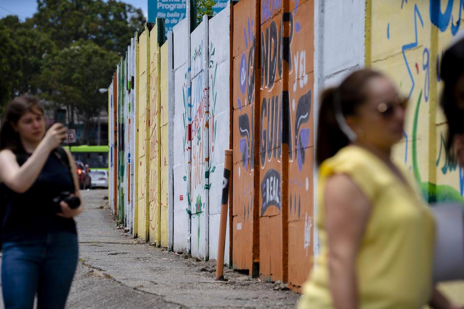 Vecinos de zona 6 disfrutan de los colores de Canta Guatemala. (Foto: George Rojas/Soy502)