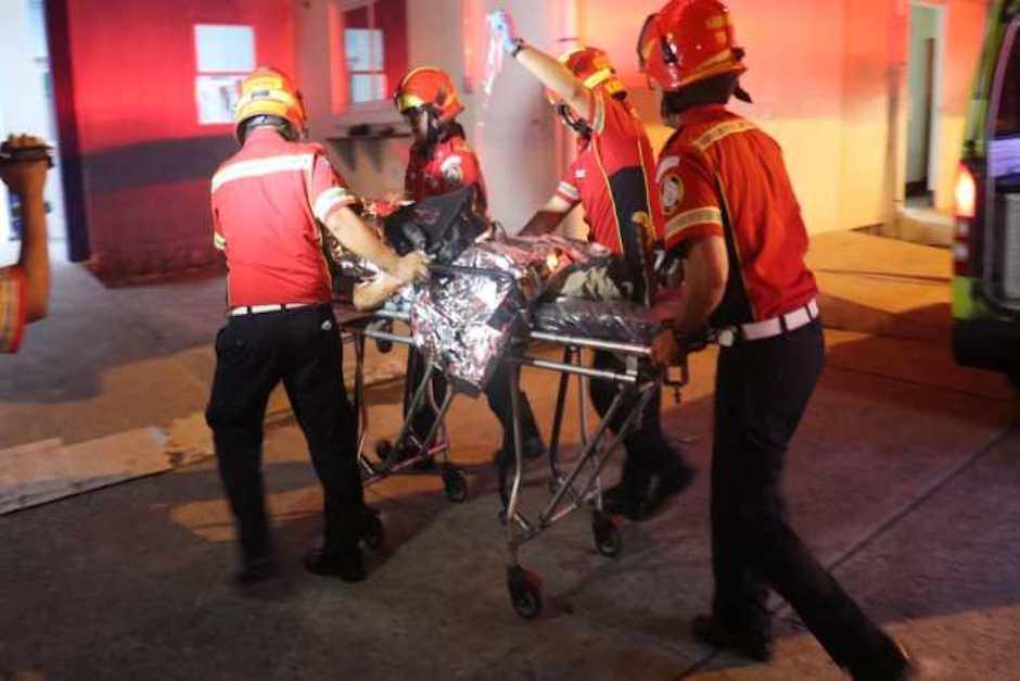 Los bomberos municipales reportaron que los dos hermanos fueron trasladados a un hospital (Foto: Bomberos)
