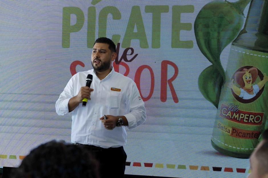 Paulino Portillo, gerente de marca de Pollo Campero, compartió la noticia a los medios. (Foto: George Rojas/Soy502)