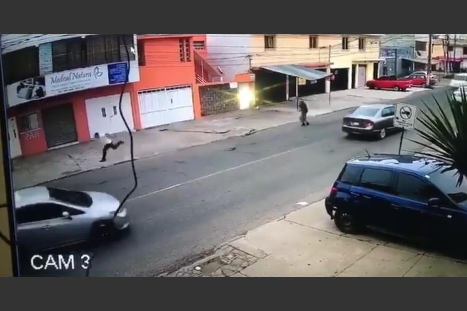 El video de un guardia de seguridad privada que disparó en contra de un extorsionista se viralizó. (Foto: captura de video Facebook/Noticias Atlántico)