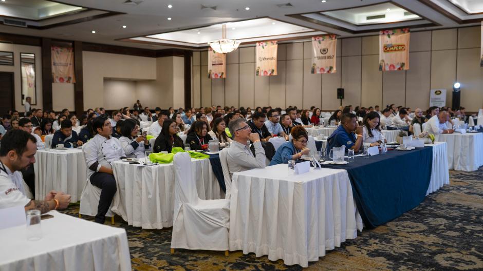 Las conferencias de Food Technology forman parte de la feria. (Foto: George Rojas/Soy502)