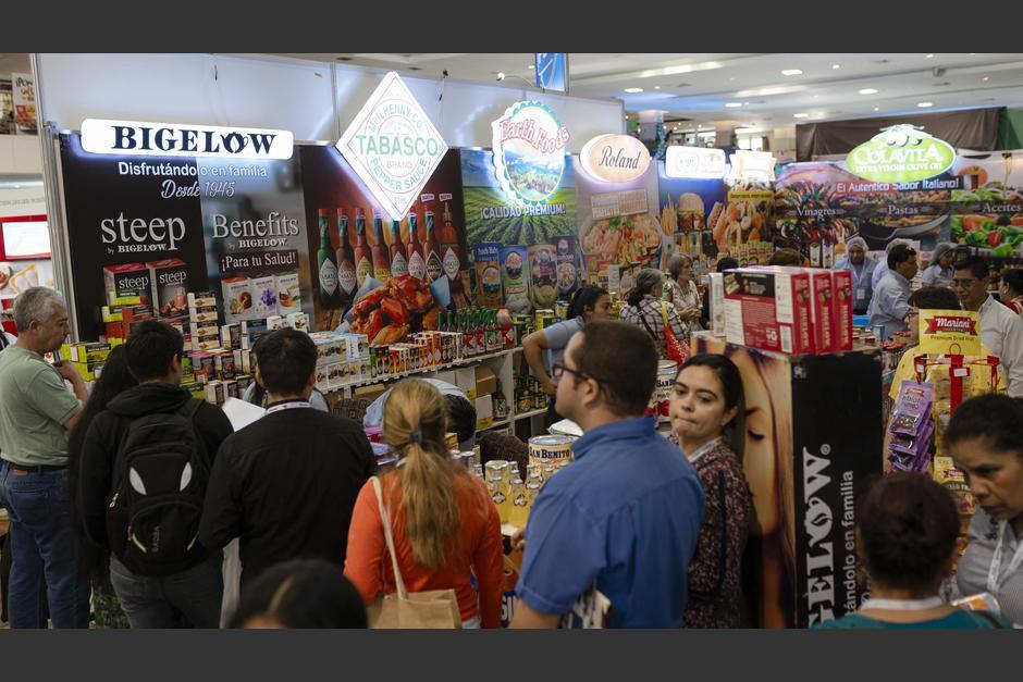 Los asistentes pueden degustar una gran variedad de productos. (Foto: George Rojas/Soy502)