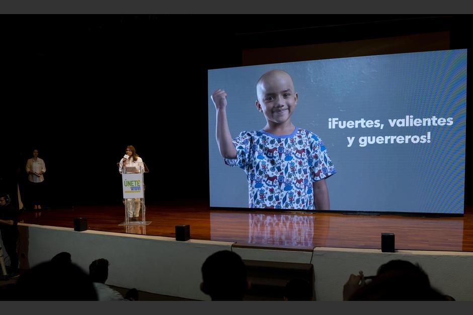 Rosa María de Frade, directora de asuntos corporativos de cbc, se mostró entusiasmada por la Gran Rifa Únete a AYUVI. (Foto: George Rojas/Soy502)
