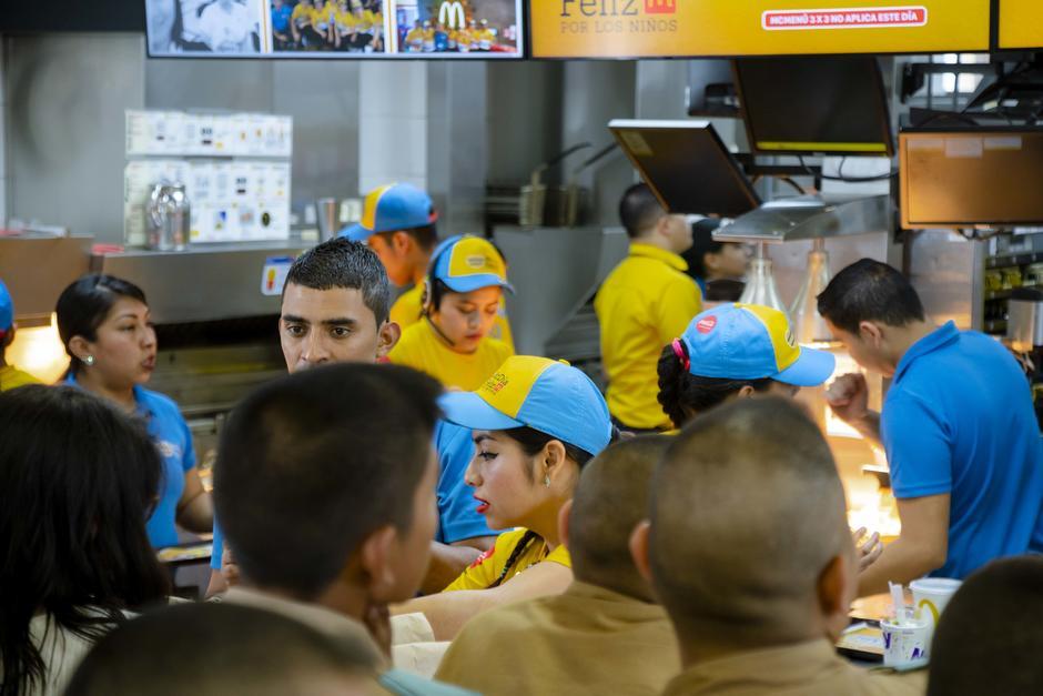 En el restaurante de Boulevard Liberación también se vivió un ambiente festivo. (Foto: George Rojas/Soy502)